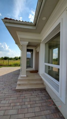 Intrare casa Corbeanca, elemente arhitecturale CoArtCo, pret casa de vanzare Tamas, Ilfov